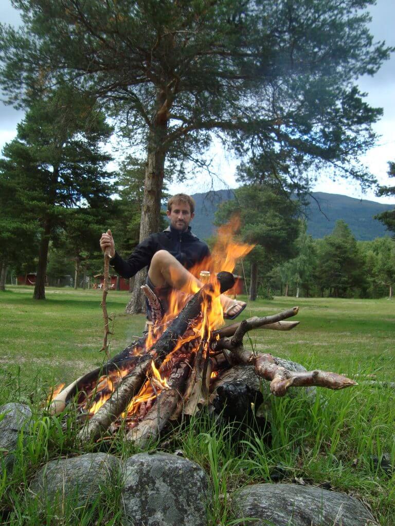 Kampvuur op onze eigen camping.