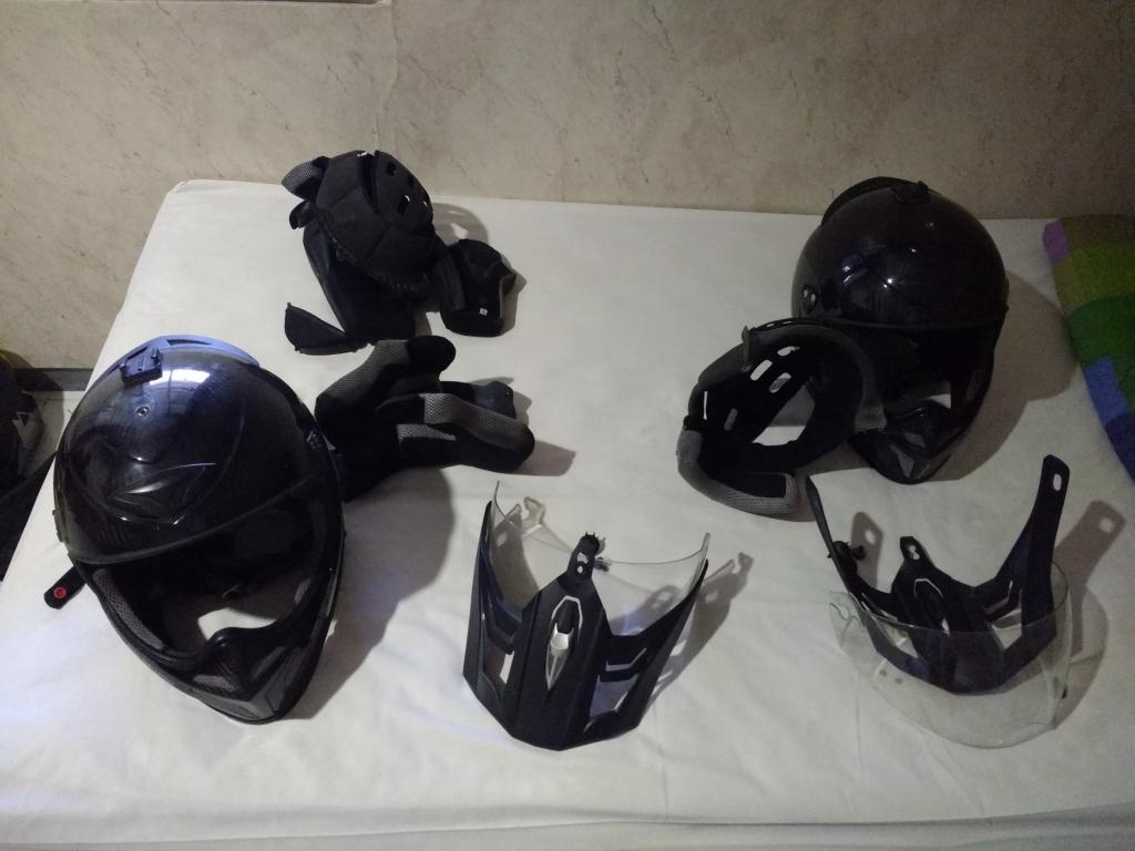 hoe.je helm in je scooter leggen